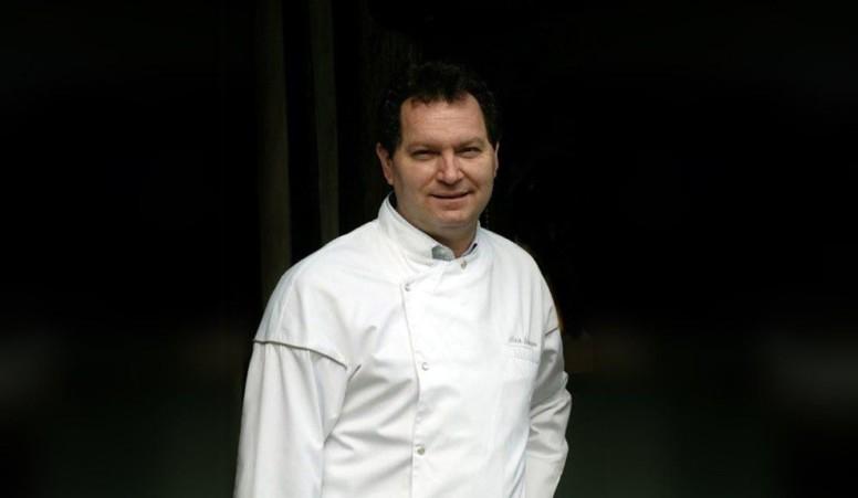 Le Chef Alain Lamaison, aux commandes depuis tout juste 1 an, et récompensé en 2011 par le Gault Millau, vous fera partager sa passion pour la gastronomie française et la cuisine du terroir, une cuisine d'inspiration centrée sur le produit et la qualité.