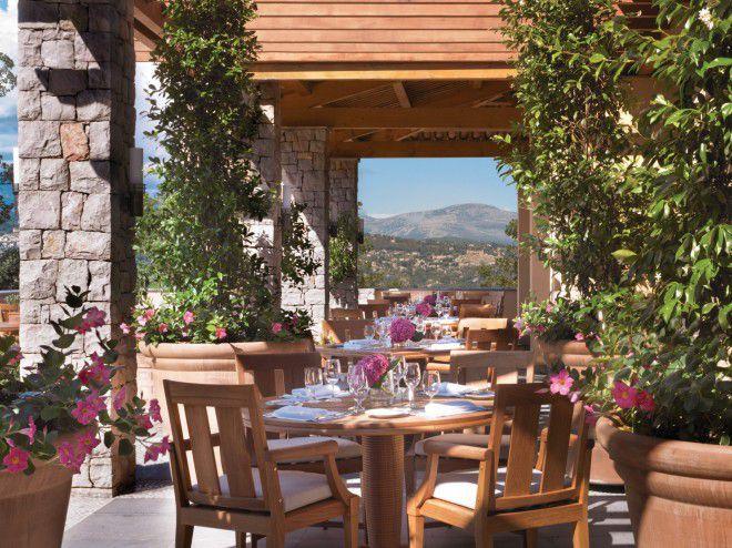 Terrasse du Le Four Seasons Resort Provence