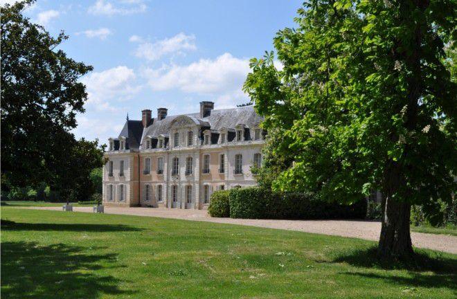 Situé en Anjou près d'Angers, à seulement 2h30 de Paris, le Château des Briottières est, aux portes de la Bretagne, de la Normandie et du Val de Loire