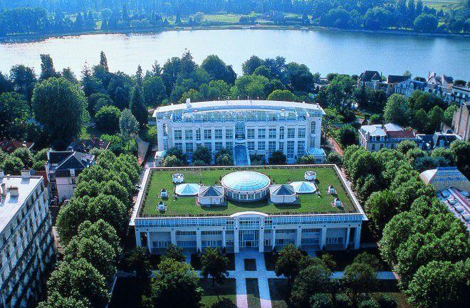 Ce liieu magique au centre de la France, le Vichy Spa Hôtel les Célestins, conçu par le cabinet d'architectes Douat Harland & Associés a ouvert ses portes en 1993.