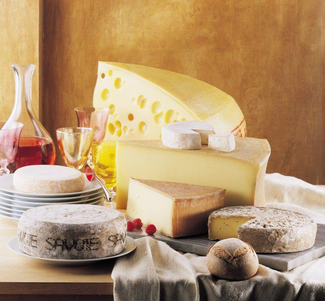 7 Fromages de Savoie en robe de fête ! L'Abondance, le Beaufort, le Chevrotin, l'Emmental de Savoie, le Reblochon, la Tome des Bauges et la Tomme de Savoie seront à la fête le 3 juillet prochain !