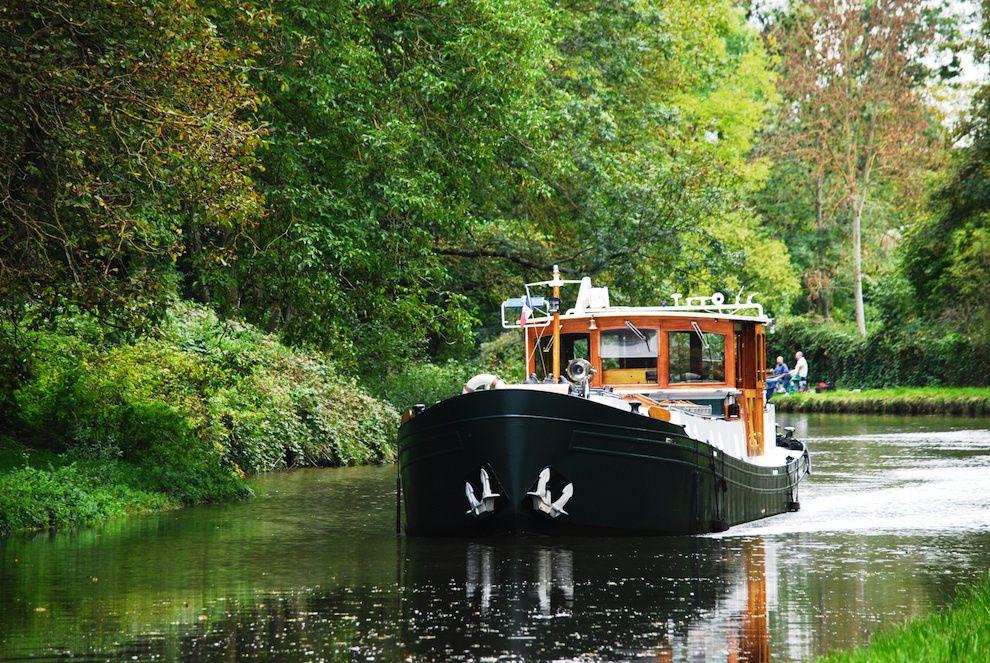 canal-cruising-