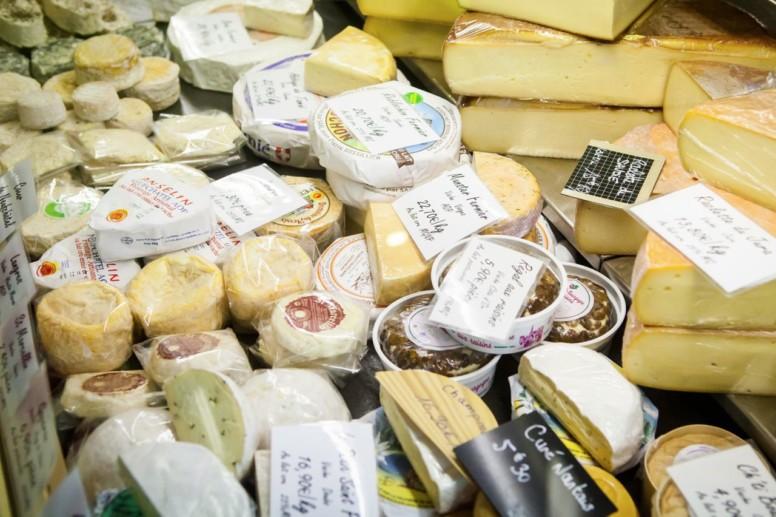 Un grand choix de fromage est disponible à la Grapillotte