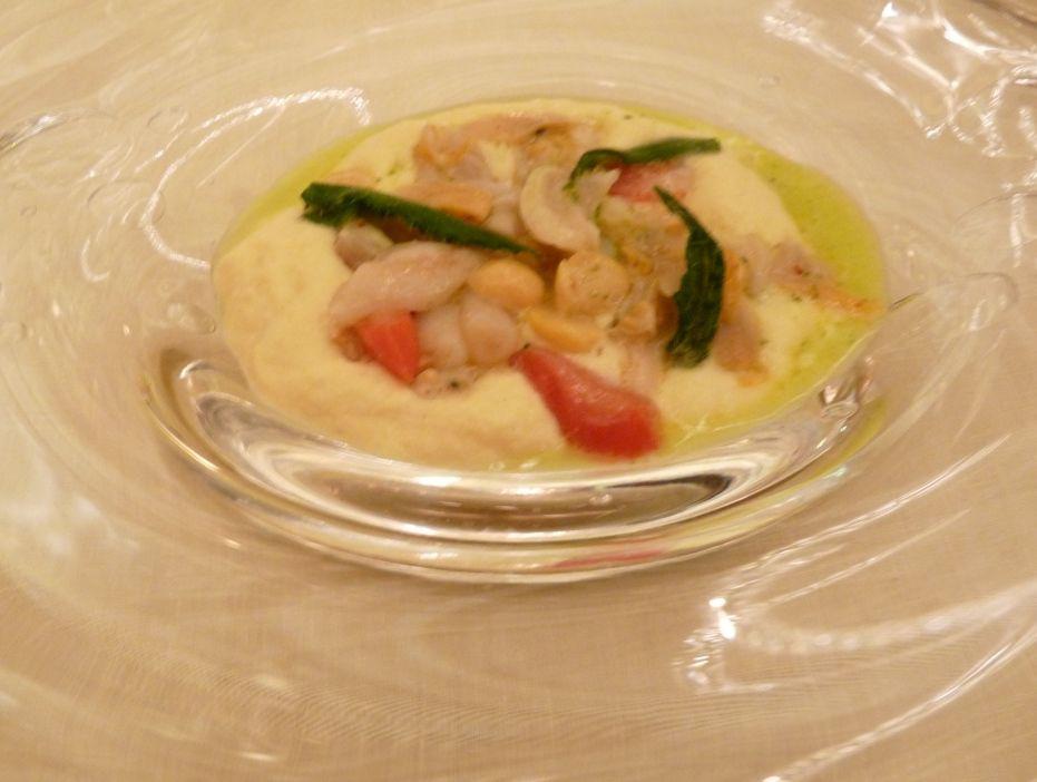 Coquillages et pois chiche rafraîchis, condiment iodé (salicorne et bourrache), jus de coquillages