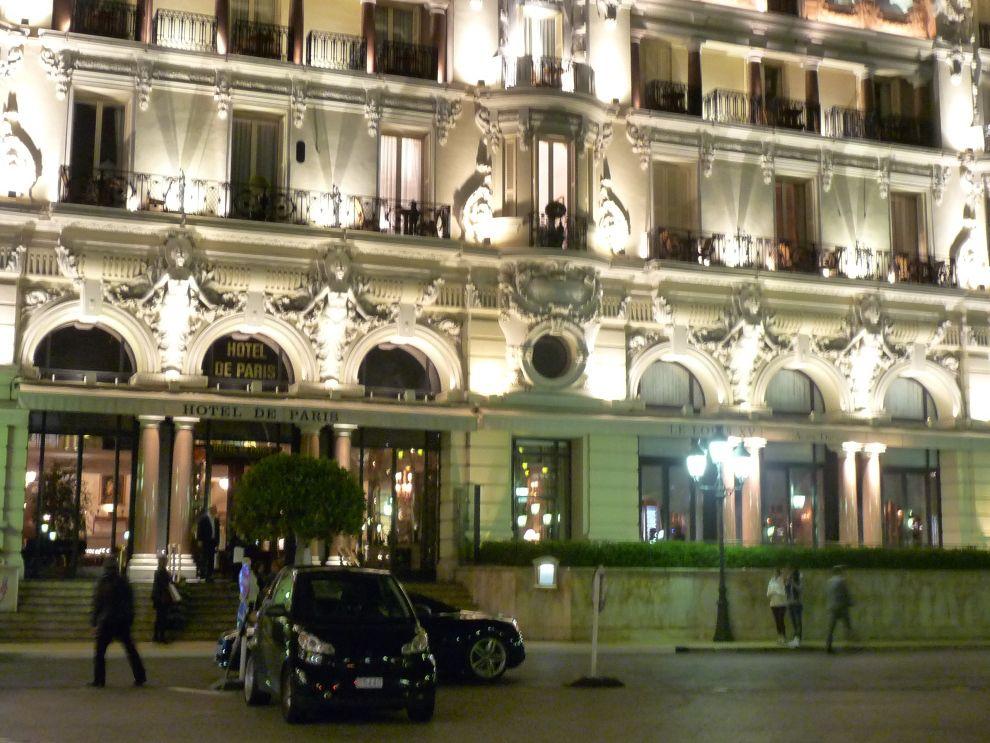 La façade de l'hôtel de Paris à Monaco qui a engagé une série de travaux pour reconstruire son parc de chambres jusqu'en 2018.