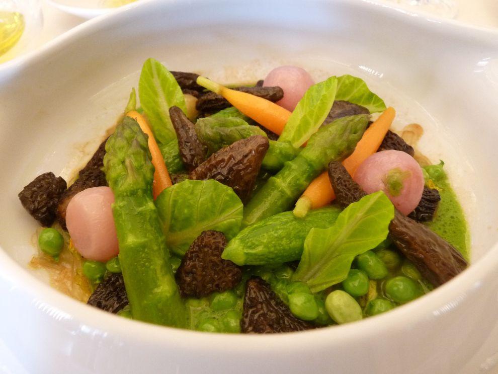 Cookpot de légumes de printemps et champignons sylvestres