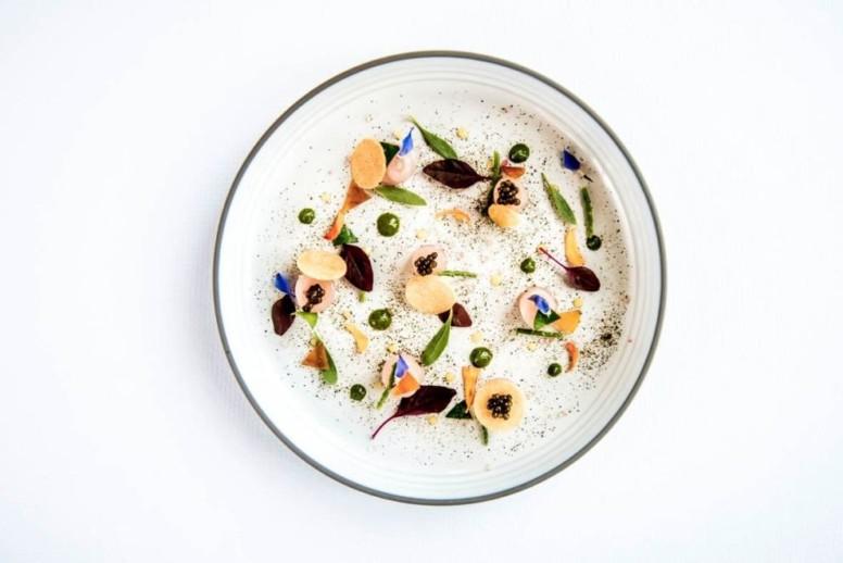 Mulet de pleine mer (poutargue), huile d'olive et thym, caviar osciètre, pousses de la baie de Somme.