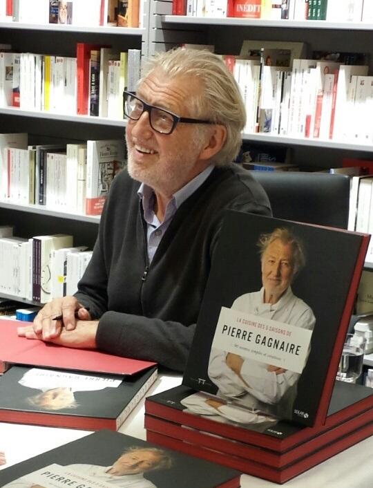 Pierre Gagnaire en pleine séance de dédicaces à Paris ce jeudi_© Clémence Rouyer
