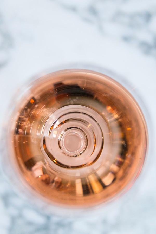 Tout comme le vin, le champagne a son propre verre. Il prend la forme d'une tulipe.