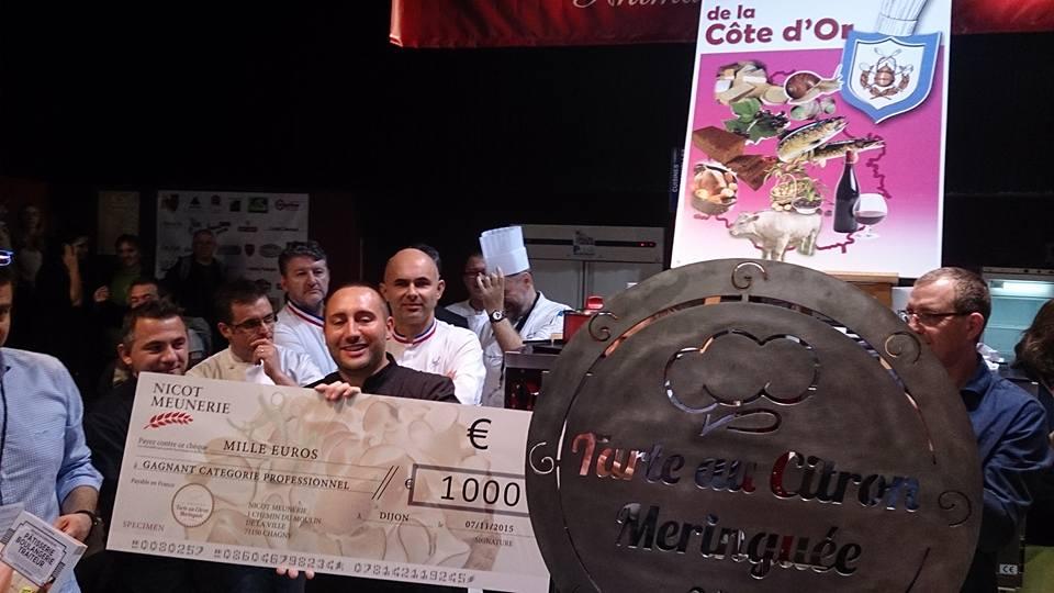 remise des récompenses_Emmanuel Eloy, vainqueur catégorie professionnel du concours de la meilleure tarte au citron de France_© Marion Eloy