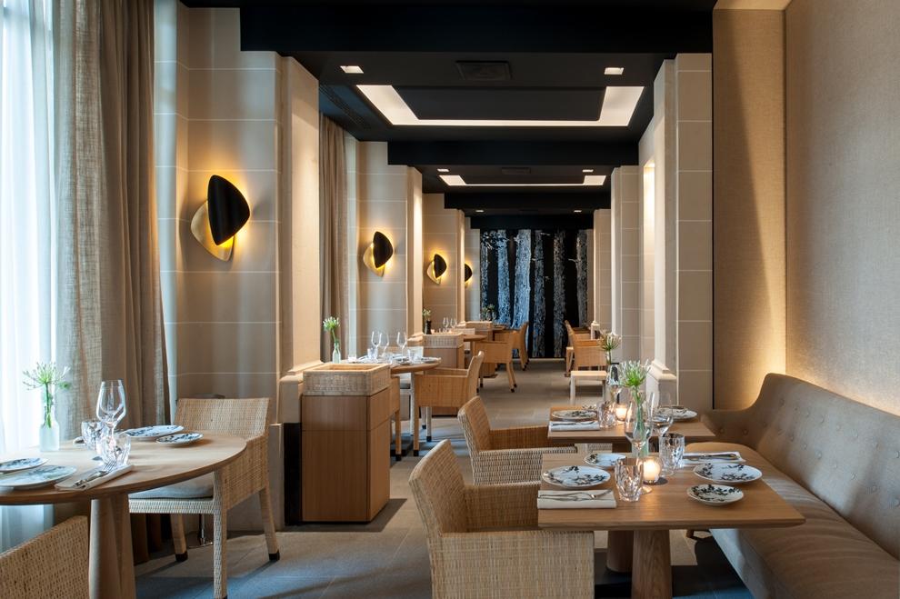 A la fois épurée et élégante, la décoration du restaurant du Palais Royal a été confié à Christophe Tollemer_© G de Laubier