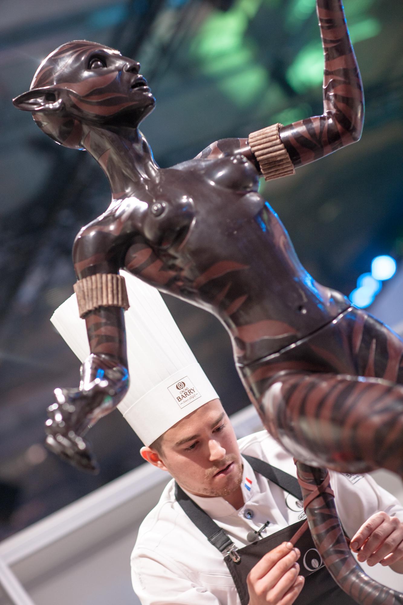 Sculpture mi femme, mi félin réalisée par Vincent Vallée_© World Master Chocolate