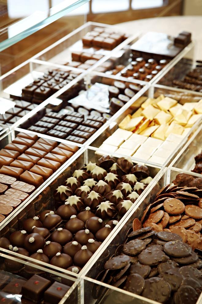 Les bonbons au chocolat sont une institution à la Maison Chaudun_© Yann Deret