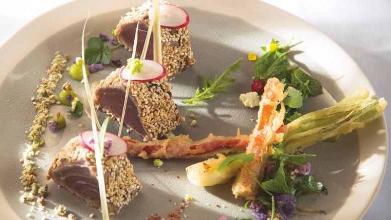 Takati de thon rouge au sésame doré tempura de légumes au wasabi