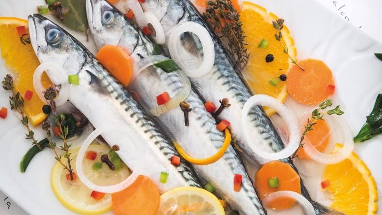 Lisettes marinées au vin blanc et aux agrumes