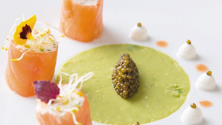 Cannelloni de saumon fumé au délice de Pommard guacamole d'avocat, caviar kristal