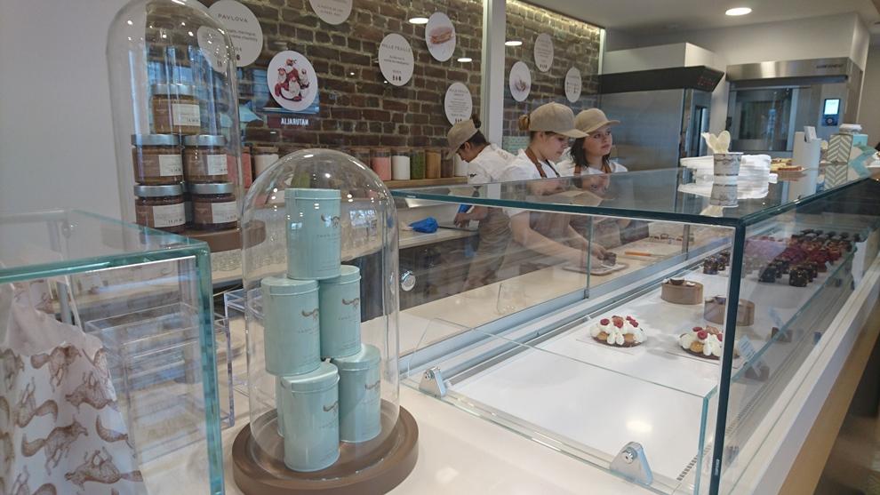 Yann Couvreur a ouvert sa pâtisserie ce vendredi 20 mai au 137 avenue Parmentier_© Clémence Rouyer