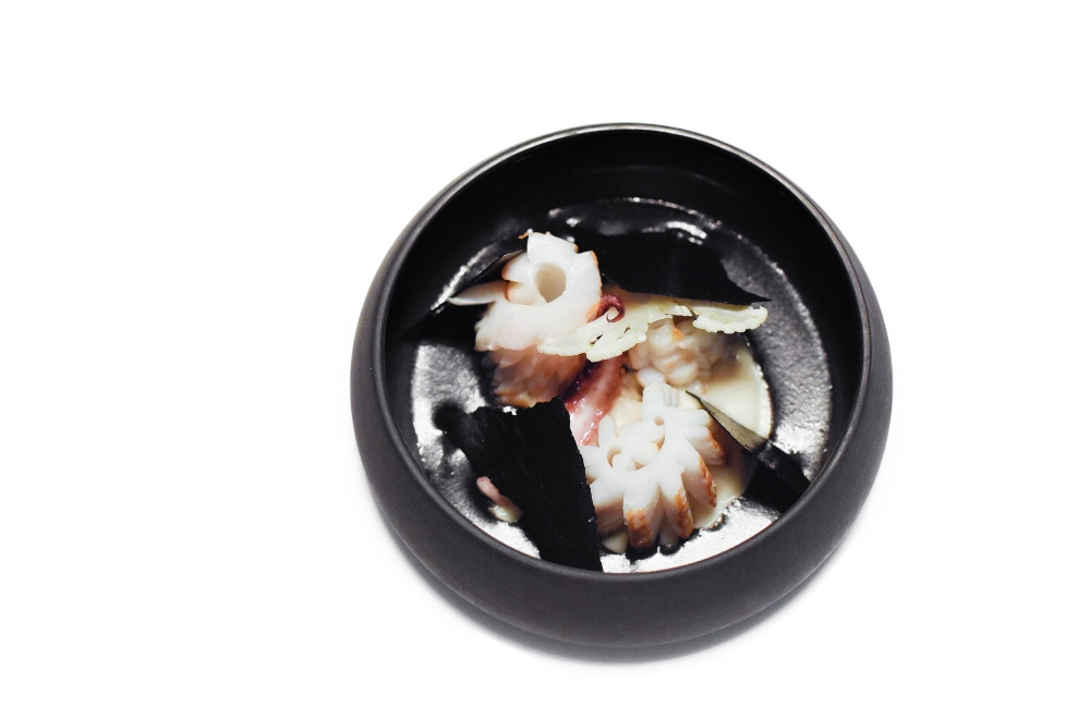 Clamar/chou-fleur/ beurre nantais/yuzu /riz noir_© S.Biteau