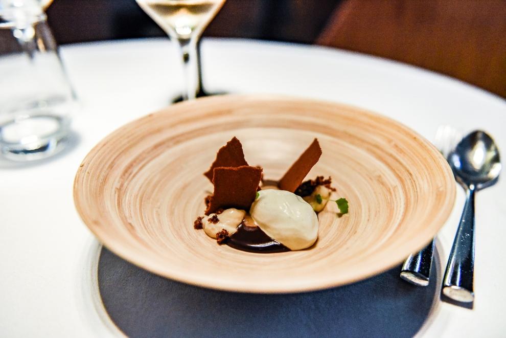 Chocolat Dulcey/caramel morille/ cacao fruits secs/glace flouve_© S.Biteau