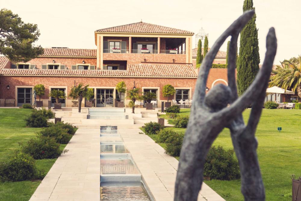 Elégantes et raffinées, les 42 chambres de l'hôtel du Castellet***** offrent tout  le confort nécessaire pour un séjour sans tracas.