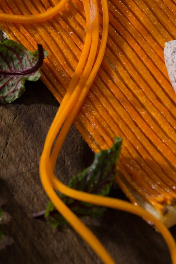 Tarte fine aux légumes crème de truffe