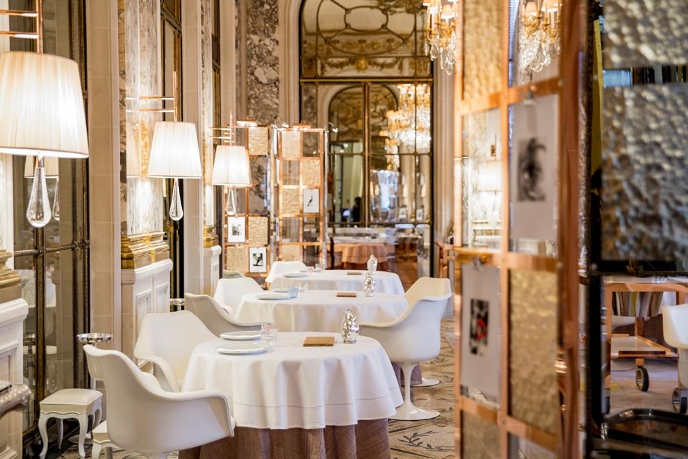 Un esprit s'est invité dans la salle du restaurant le Meurice Alain Ducasse - Devinez lequel !_© Pierre Monetta