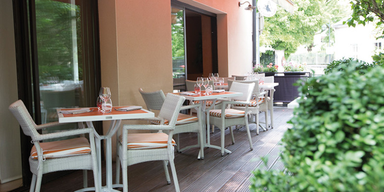 les terrasses de l 39 t de dijon la c te de beaune arts gastronomie. Black Bedroom Furniture Sets. Home Design Ideas