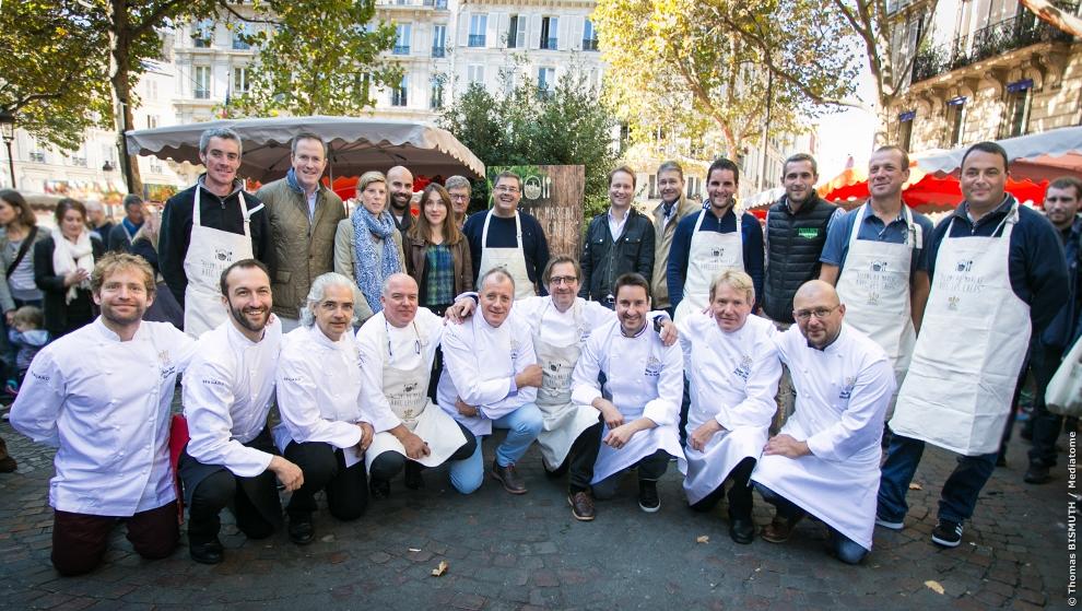 Plusieurs chefs Relais & Châteaux et producteurs réunis à l'occasion de l'évènement «Allons au marché avec les chefs Relais & Châteaux» qui aura cette année lieu le dimanche 25 septembre 2016_©Thomas-Bismuth