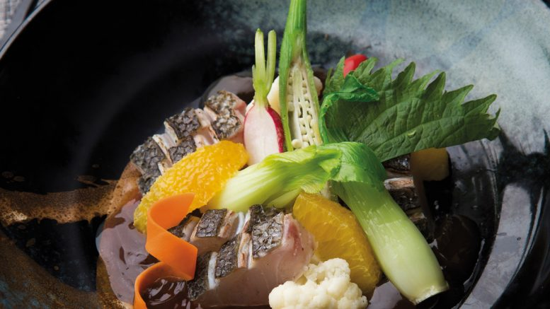 Bar cru-cuit salade de fruits & légumes gelée d'orange