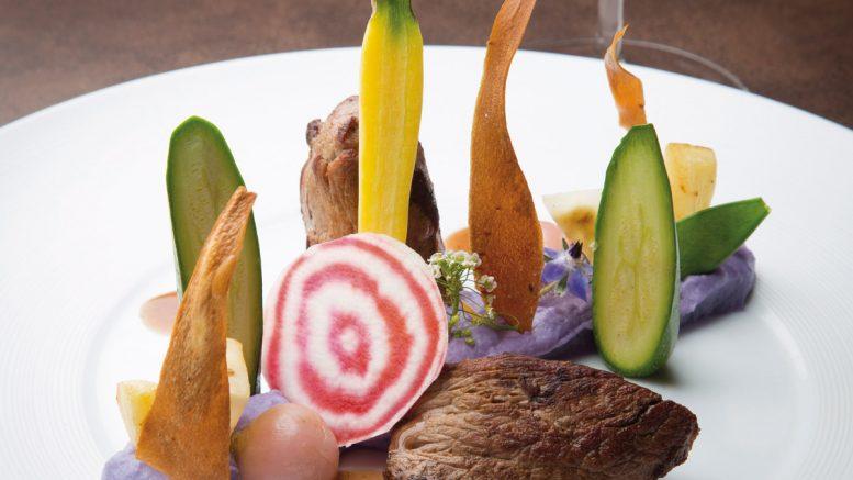 Filet de chevreuil purée de vitelotte céleri confit et chips de panais