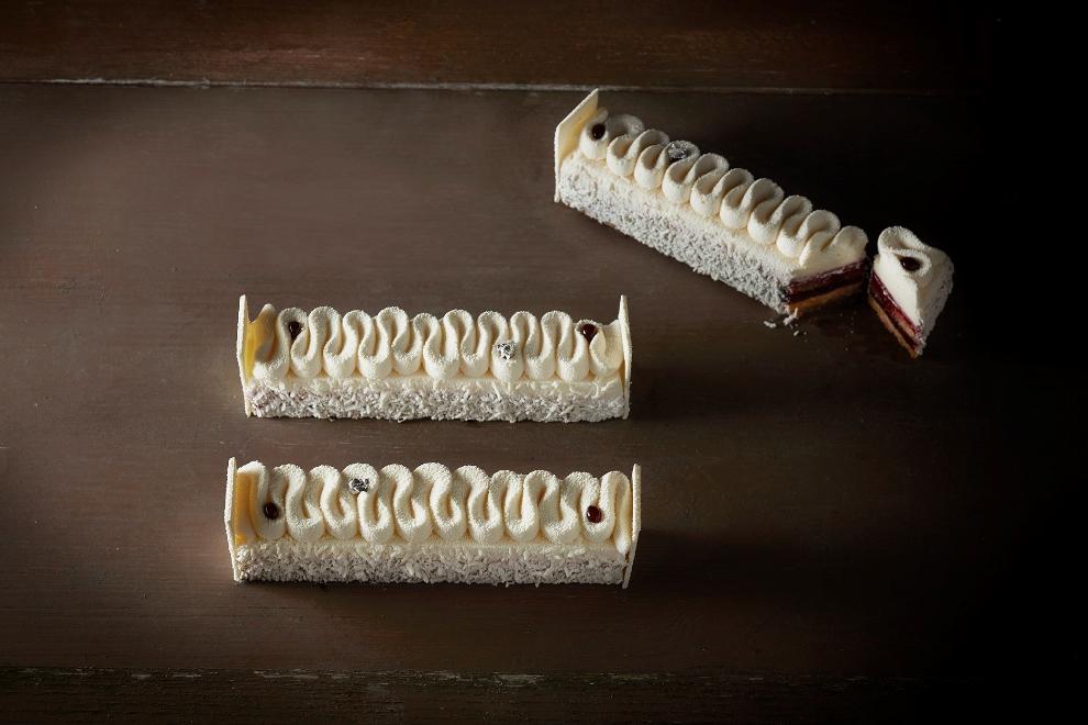 Framboise & Cassis: Biscuit craquant, pâte de fruit et compotée framboises cassis, mousse mascarpone.