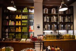 Boutique A l'Olivier gérée par Eric Ladougne, vente d'huiles d'olives françaises, vinaigres, épices et autres prduits d'exception