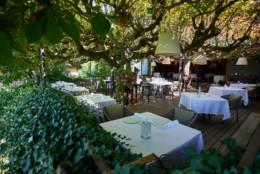 Terrasse du restaurant clos des sens de Laurent Petit à Annec-le-vieux