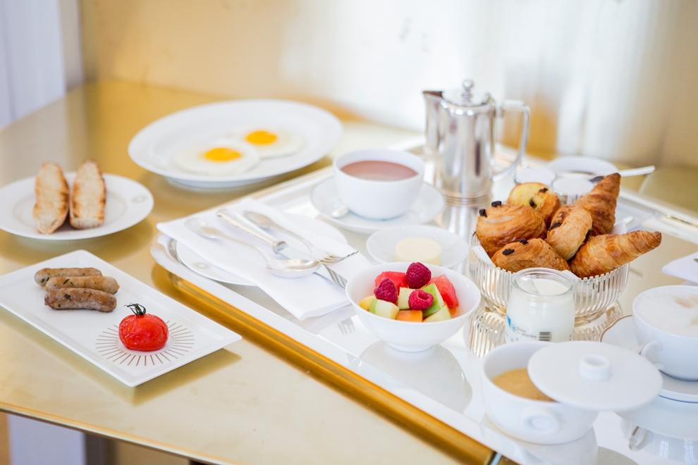 Avant d'entamer la visite du château, on craque pour un petit-déjeuner presque royal_ Crédit photo: Pierre Monetta