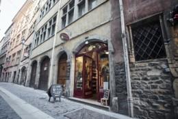Magasin La Chope de Lug dans le vieux Lyon, boutique de vente de bières artisanales locales de Rhône-Alpes de petites brasseries
