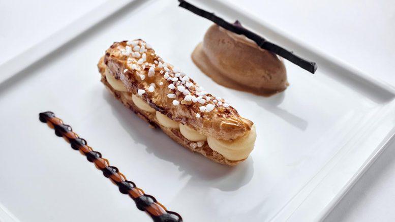 Eclair tropézienne et sorbet cacao du chef Alexandre Cornu du restaurant les Téléphones du Fourvière Hôtel à Lyon