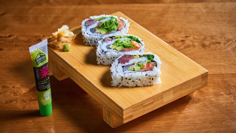 Futomaki California, Saumon, Thon et Bar de la marque japonaise premium Tanoshi en vente dans les grandes surfaces