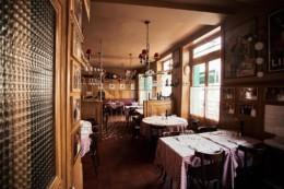 Association des bouchons lyonnais , label reconnu, présidé par Joseph Viola. Restaurant sur Lyon.