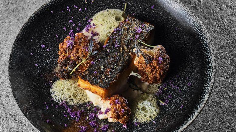 Maigre de petit bateau, rôti, chou-fleur, écume pesto, du chef Marc boissieux du restaurant l'inattendu à lyon
