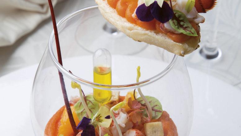 Transparence de homard purée de carottes à l'orange, pipette d'huile vierge