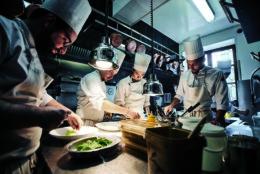 Jean-Christophe Ansanay-Alex, Chef étoilé michelin du restaurant Auberge de lîle Barbe à Lyon.