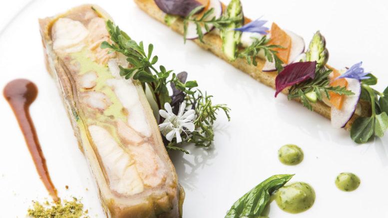 La pressée de pochouse en gelée au safran de Bourgogne, toast au Vougeot et jeunes pousses