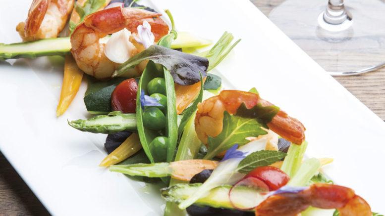Salade de légumes croquants, crevettes marinées à la coriandre, vinaigrette d'agrumes