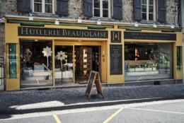 Huilerie beaujolaise artisanale, dans le beaujolais, huile de noisette, noix et différents parfums. Fabrication et magasin à Beaujeu