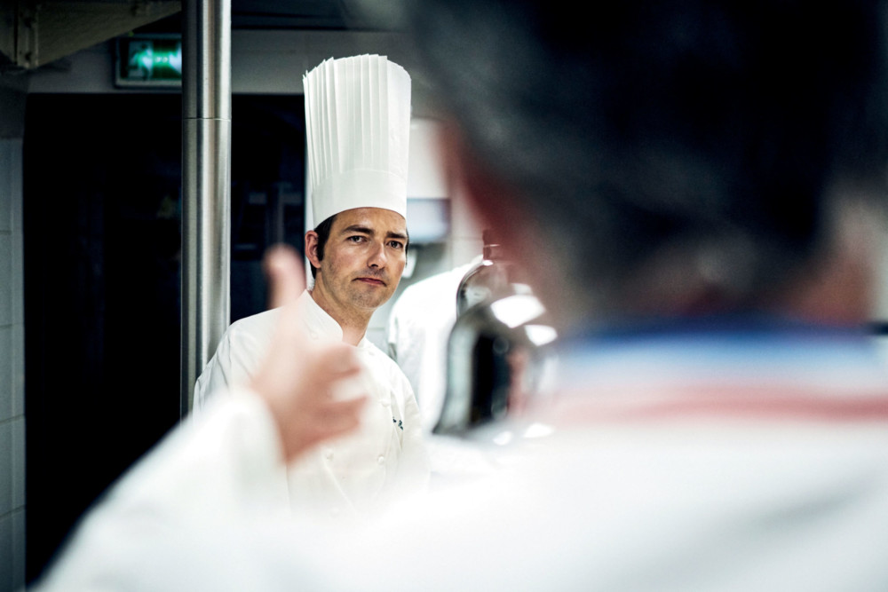 Olivier Reverdy chef des cuisines de La Mère Brazier aux côté de Mathieu Viannay