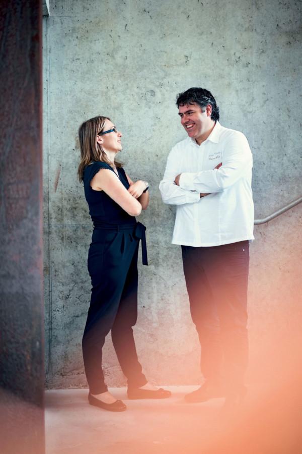 Très en phase, le couple Vieira, Marie-Aude au service et Serge en cuisine, c'est l'intelligence émotionnelle à l'œuvre et la rechercher permanente d'excellence : la chaleur d'un accueil attentif, la haute gastronomie d'un terroir, la fière beauté des lieux révélée.