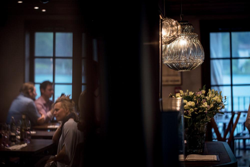 Le Bistrot 1903 En ré fé rence à l'anné e de cré ation de l'auberge, le bistrot 1903 propose un retour dans le passé avec les plats emblé matiques de l'Auberge du Pè re Bise. Le tout avec un vent de modernité et de fantaisie, à la sauce Sulpice.
