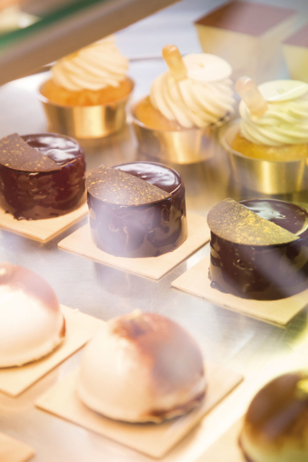 Chaque samedi,  350 pâtisseries sont vendues dans la boutique beaunoise, rue Monge. Parmi  les best-sellers : le cheesecake, le paris-brest et le très croustillant « Plaisir sucré ».