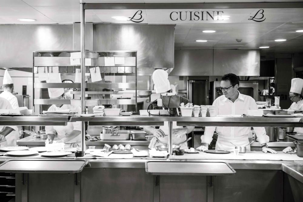 Patrick Bertron aux commandes des cuisines du Relais Bernard Loiseau