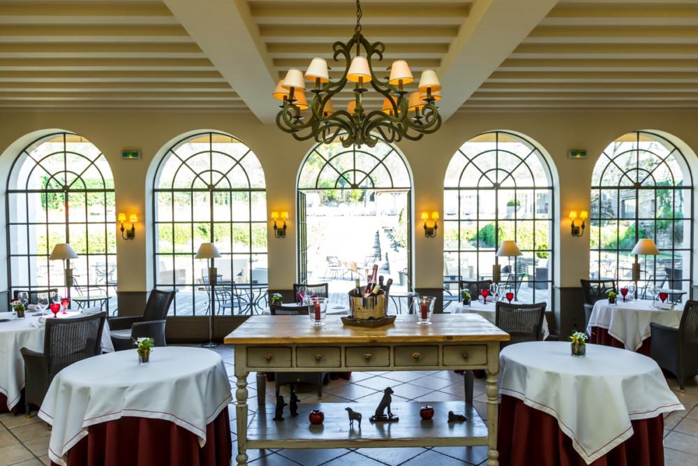 La salle de restaurant du Château de Courban